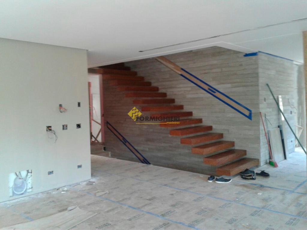 Escada em Sucupira Maciça 2